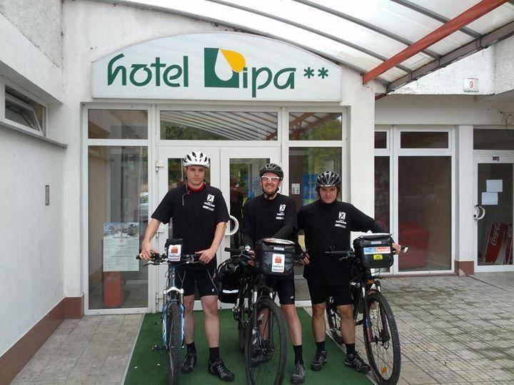 Traja cyklisti