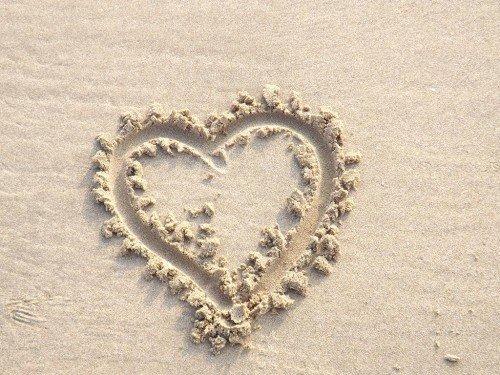Srdce nakreslené v piesku