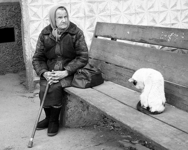 Babička na lavičke