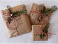 Vianočné balíčky s vetvičkami