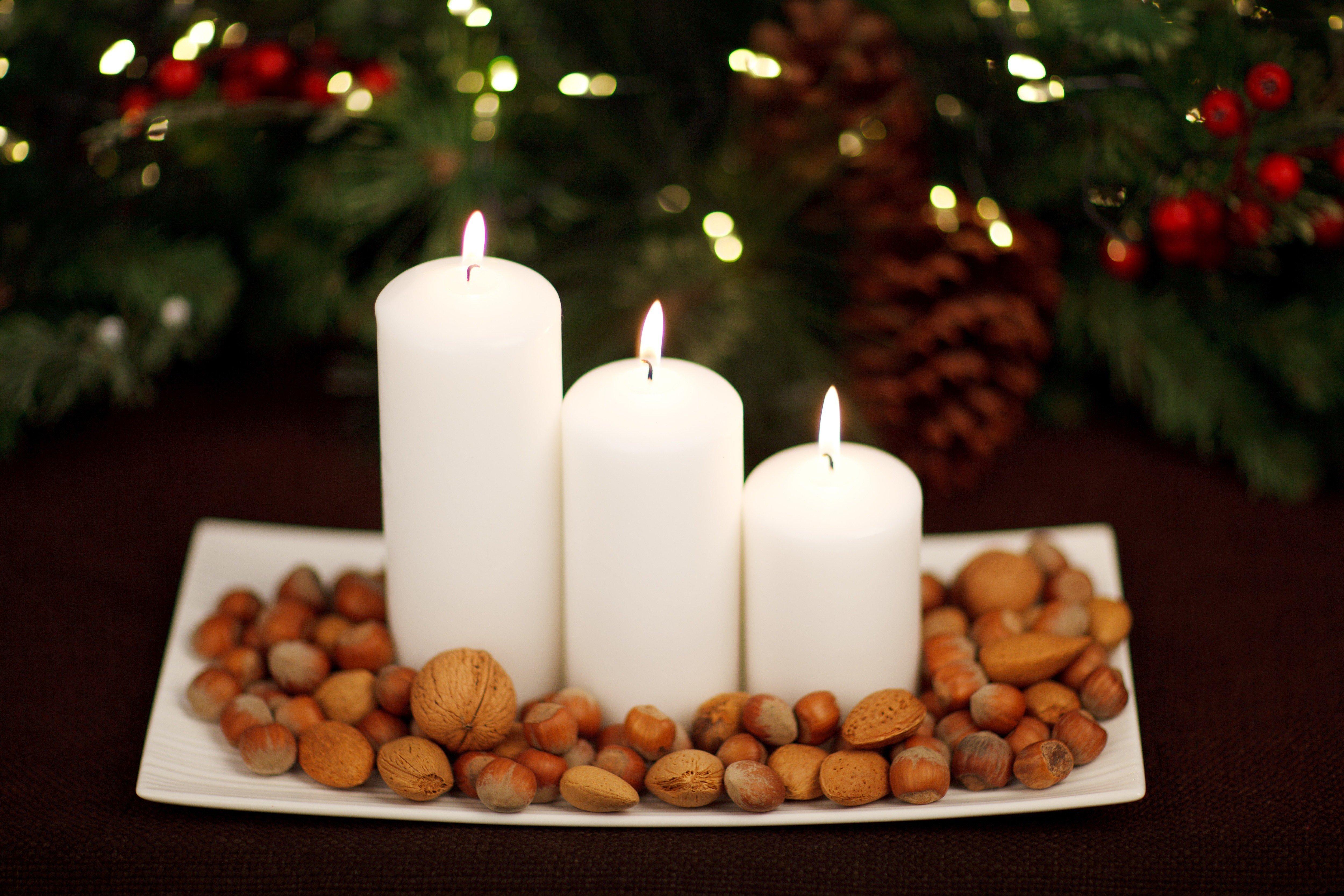 Sviečky na tácke s orieškami