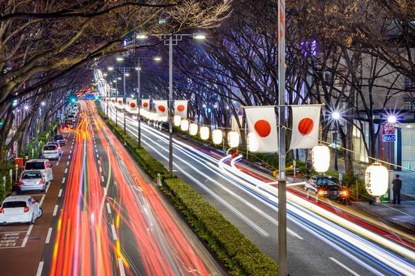 Doprava na večenej ulici v Japonsku