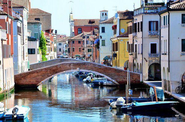 Pohľad na vodny kanal v Taliansku