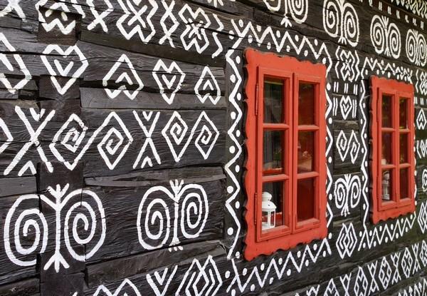 Slovenské vzory na domčeku v Čičmanoch