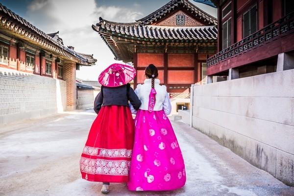 Korejske zeny v tradicnom odeve