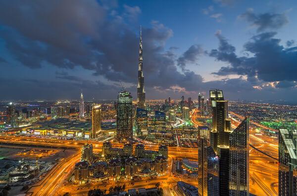 Nočný pohľad na Dubaj