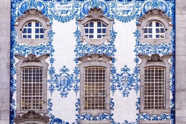 Tradicná portugalská výzdoba príbytkov_traditional portugese pattern on a house