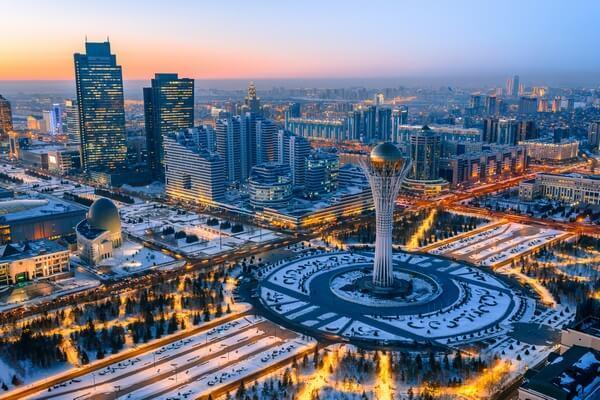 moderné kazachstanské mesto_modern city in Kazakhstan