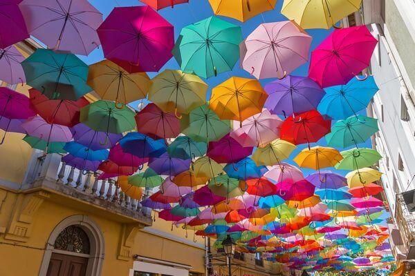 visiace farebné dáždniky/colorful hanging umbrellas