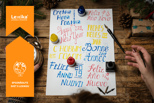 Štastný nový rok napísaný v rôznych jazykoch rôznymi farbami