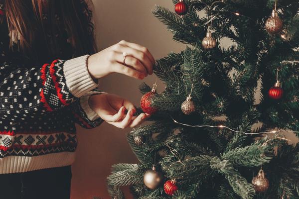 Ozdobovanie vianočného stromčeka