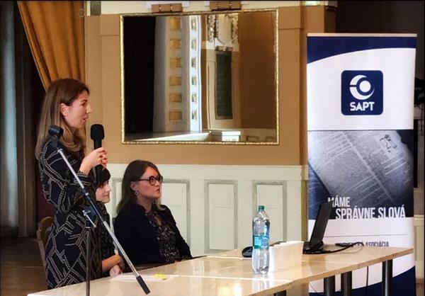 Záber z prednášky Emílie Andrejovej o prekladateľskej stáži v európskej komisii